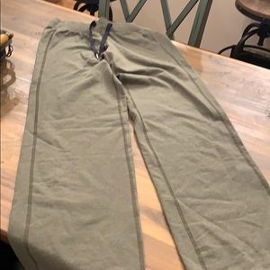 Women's Lululemon green sweat pants size 6